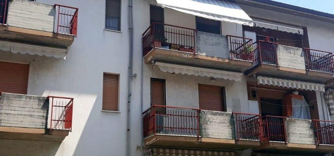 Montemarciano: ristrutturazione facciata esterna